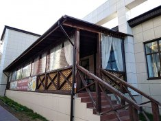 Мягкие окна ПВХ на крыльце ресторана